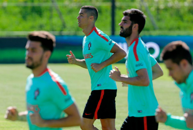 Ronaldo được rao bán cho MU: Vì Real đã có người thay thế - 4