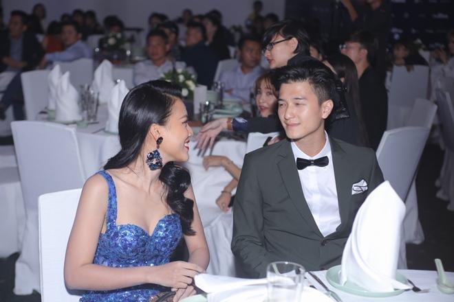 Huỳnh Anh, Hoàng Oanh ngồi bên nhau thân mật hậu chia tay - 2