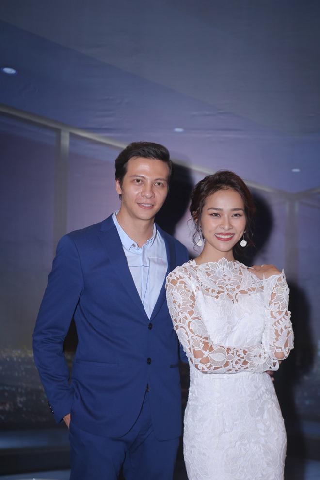 Huỳnh Anh, Hoàng Oanh ngồi bên nhau thân mật hậu chia tay - 11