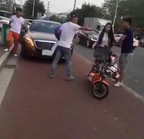 Đi xe sang tỏ tình, thiếu gia muối mặt vì thua gã đi xe đạp điện  - 4