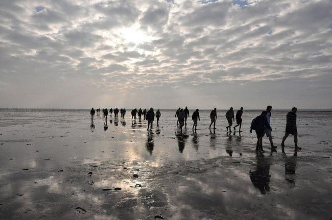 Kỳ lạ vùng biển biến mất hai lần một ngày - 9