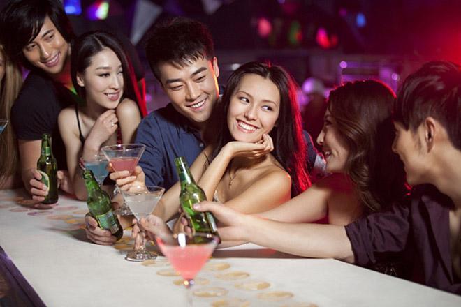 Con gái hay đi bar, club dễ thành công trong cuộc sống - 1