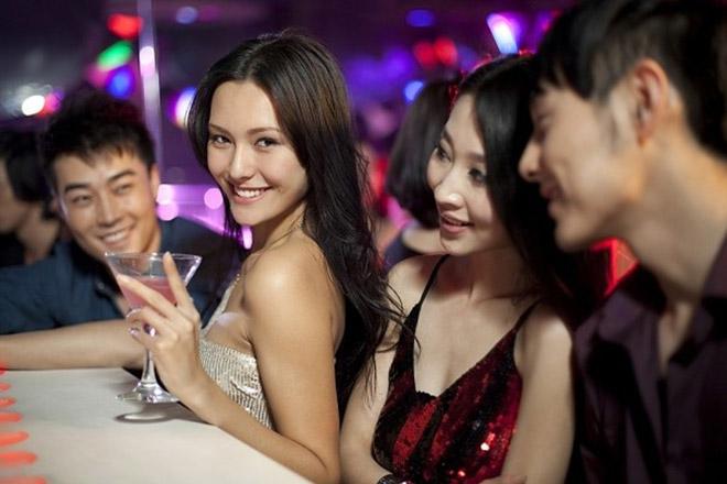 Con gái hay đi bar, club dễ thành công trong cuộc sống - 3