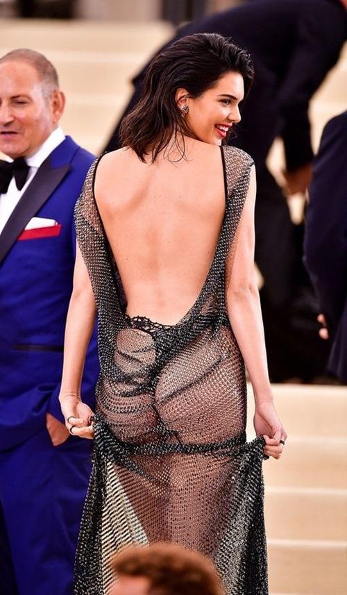 Hot girl triệu USD của Hollywood: Mặc càng hở, tiền càng nặng túi - 4