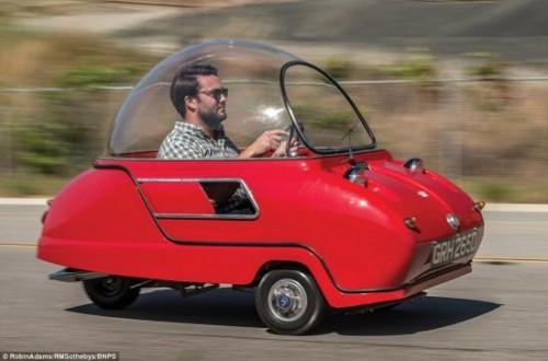 Độc đáo chiếc ô tô nhỏ nhất thế giới Peel Trident giá 2,3 tỷ đồng - 1