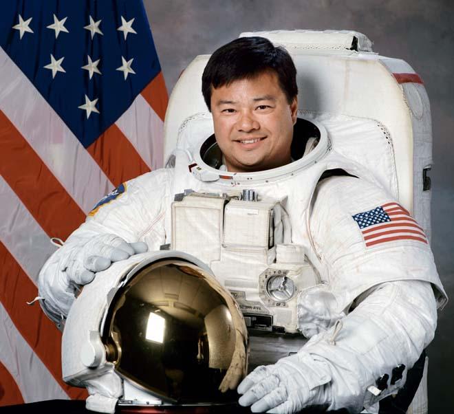 """Cựu phi hành gia NASA: Người ngoài hành tinh ở """"ngoài kia"""" - 2"""
