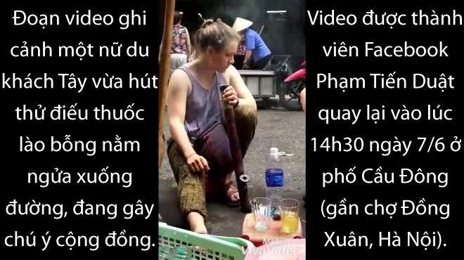 """Clip: Tây ba lô """"gục ngã"""" trước thuốc lào Việt Nam"""