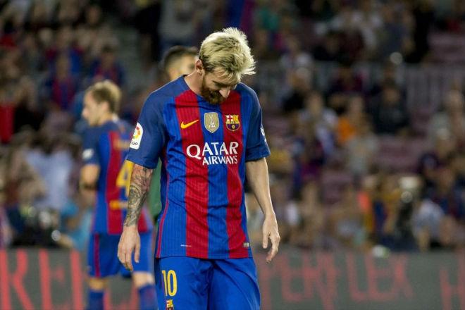 """Messi """"hành"""" Barca: Lương khủng, Bóng vàng & dìm Neymar"""