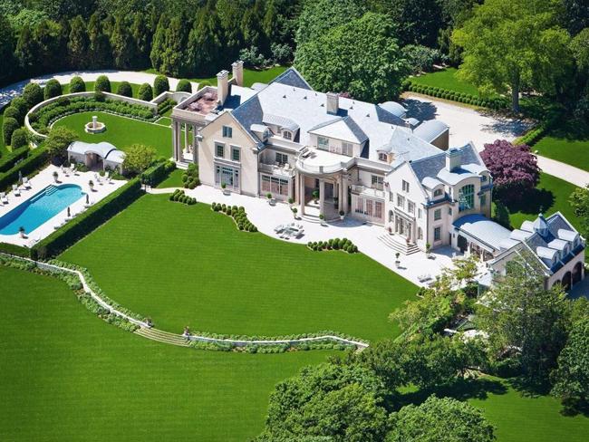Năm 2005, nó được một cặp vợ chồng mua lại với giá 35 triệu USD (~793 tỷ đồng).