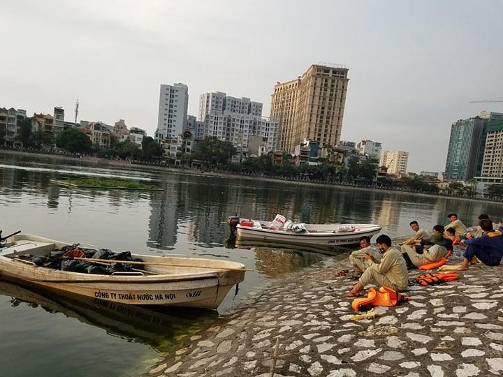 HN: Tròn 1 năm, cá lại chết trắng hồ Hoàng Cầu - 2
