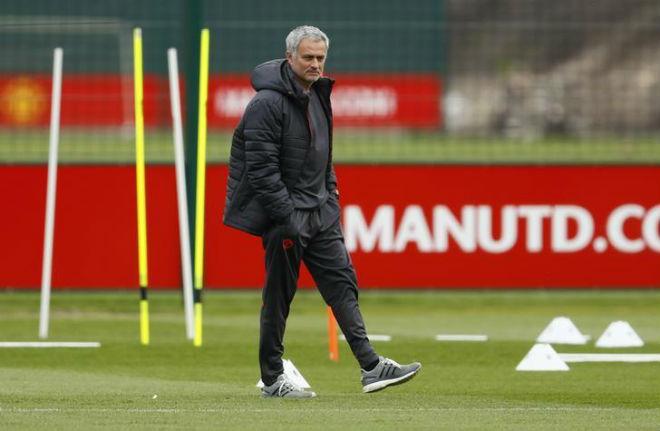 """MU giàu nhất 3,69 tỷ USD: Thầy trò Mourinho è cổ """"cày tiền"""" - 1"""