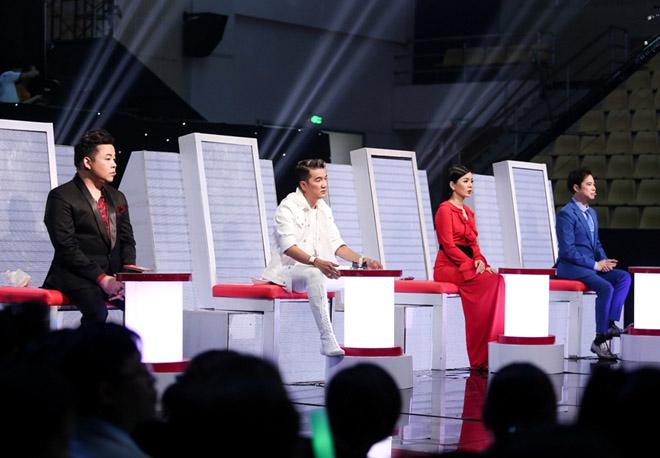 """Mr. Đàm nằm dài ngắm Ngọc Sơn """"phát điên"""" trên sân khấu - 1"""
