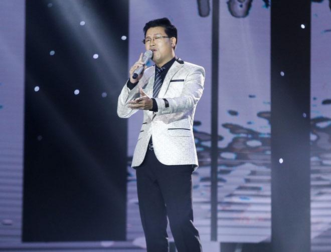 """Mr. Đàm nằm dài ngắm Ngọc Sơn """"phát điên"""" trên sân khấu - 6"""