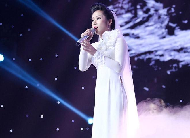 """Mr. Đàm nằm dài ngắm Ngọc Sơn """"phát điên"""" trên sân khấu - 8"""