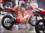 Thế giới xe - Phát sốt cảnh chân dài nhảy múa rửa xe Ducati