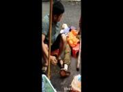 """Video Clip Cười - Clip: Tây ba lô """"gục ngã"""" trước thuốc lào Việt Nam"""