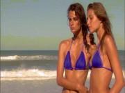 Thời trang - Vợ tỷ phú Ai Cập uốn mình gợi tình trước biển vắng