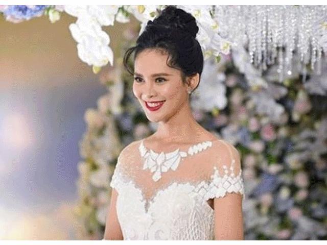 Đám cưới tiền tỷ của chân dài Việt khiến dân tình choáng