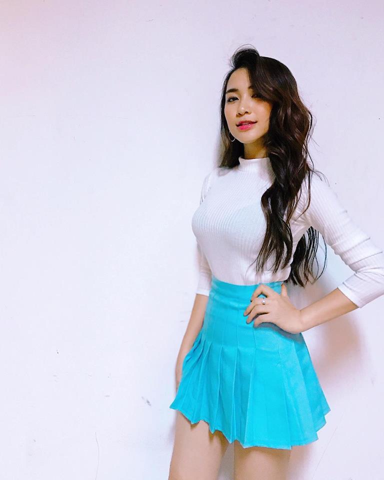 Hòa Minzy khoe style học sinh cực đáng yêu - 3