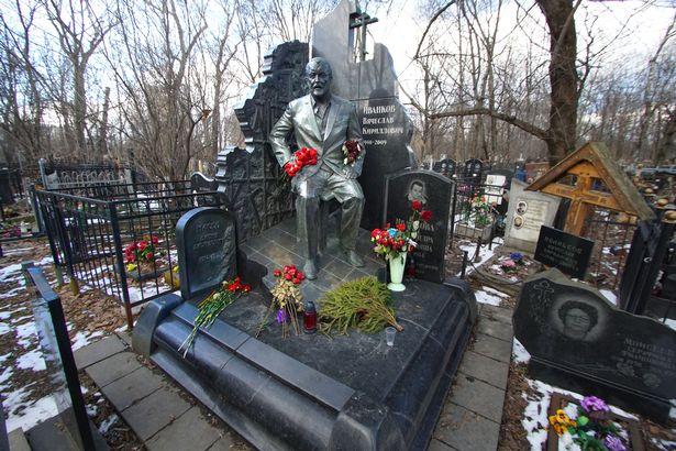 Ảnh hiếm về mộ tinh xảo và tối mật của các trùm mafia Nga - 1