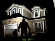 Ông chồng kỳ lạ: Trộm đến nhà còn cho thêm của