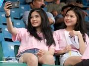 Người đẹp Việt - Hàn đọ sắc cổ vũ cho Xuân Trường