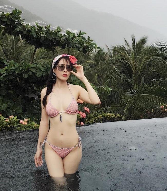 Cô thực hiện6 ca phẫu thuật tại Hàn Quốc để sở hữu dung nhan xinh đẹp, trẻ trung tựa thiếu nữ thanh xuân.
