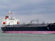 Tàu nước ngoài nghiêng hơn 15 độ, nguy cơ tràn dầu