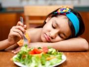 """Sức khỏe đời sống - Con suýt chết vì mẹ dùng chiêu """"bỏ đói vài bữa"""""""