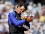 """Huyền thoại Nadal  & amp; 10 lần  """" cắn cúp """"  Roland Garros"""