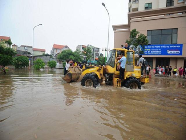 """Ngày mai, người Hà Nội có thể vẫn phải """"bơi"""" đi làm - 2"""