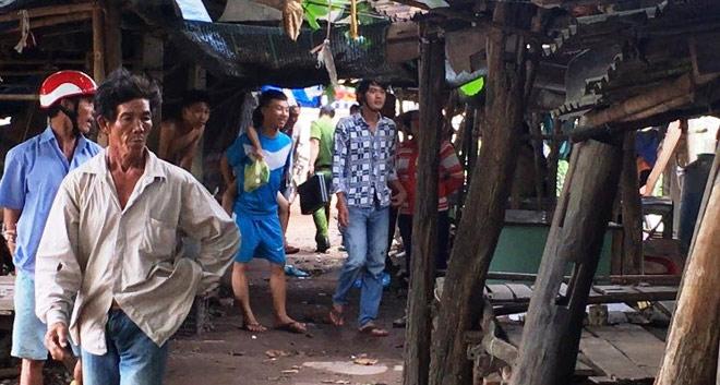 Thanh niên vác dao chém loạn xạ giữa chợ, 1 người chết - 2