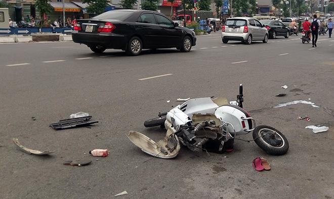 """""""Xe điên"""" làm loạn trên phố Hà Nội, nhiều người trọng thương - 3"""