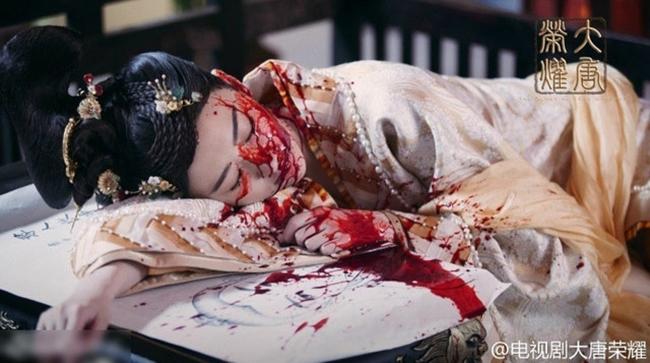 Cảnh Điềm khiến nhiều người xót xa với gương mặt bê bết máu vì bị đánh ghen trong  Đại Đường vinh diệu .