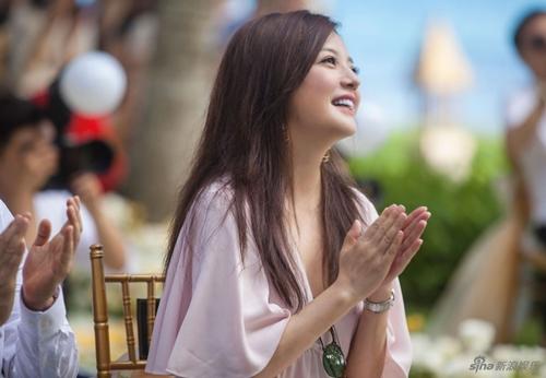 Đi dự đám cưới, Triệu Vy xinh hết phần cô dâu - 3