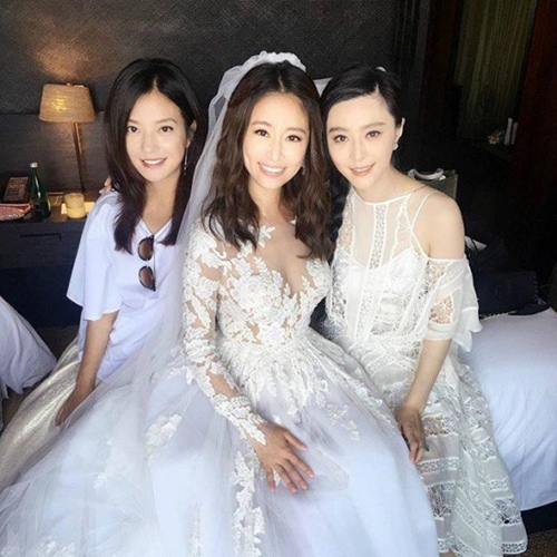 Đi dự đám cưới, Triệu Vy xinh hết phần cô dâu - 7