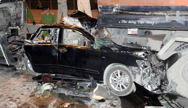 """2 người tử vong tại dốc cầu """"chết chóc"""" ở Sài Gòn - 5"""