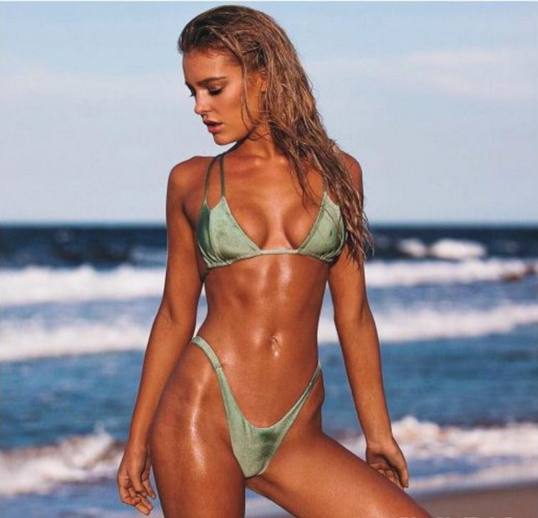 Bồ đẹp của siêu sao Liverpool mê bikini tí xíu chỉ đủ che chỗ hiểm - 4