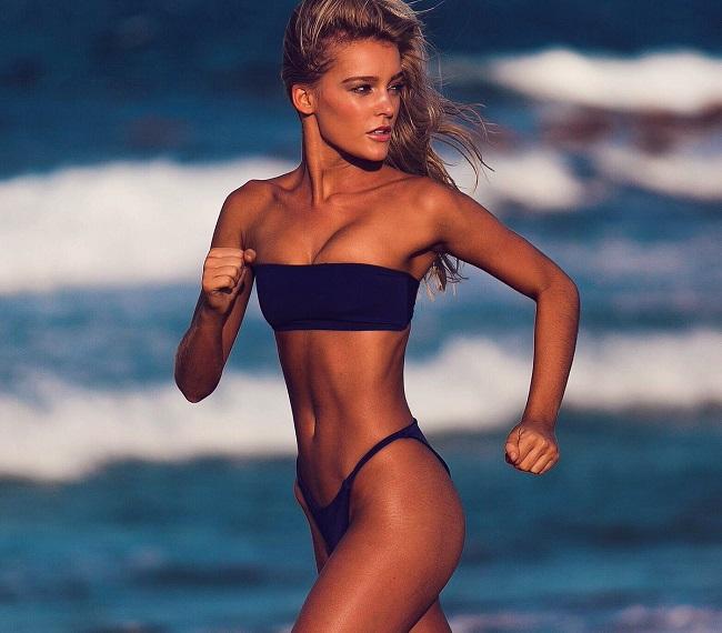 Bồ đẹp của siêu sao Liverpool mê bikini tí xíu chỉ đủ che chỗ hiểm - 7
