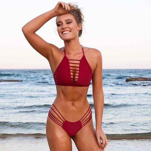Bồ đẹp của siêu sao Liverpool mê bikini tí xíu chỉ đủ che chỗ hiểm - 12