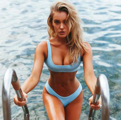 Bồ đẹp của siêu sao Liverpool mê bikini tí xíu chỉ đủ che chỗ hiểm - 14