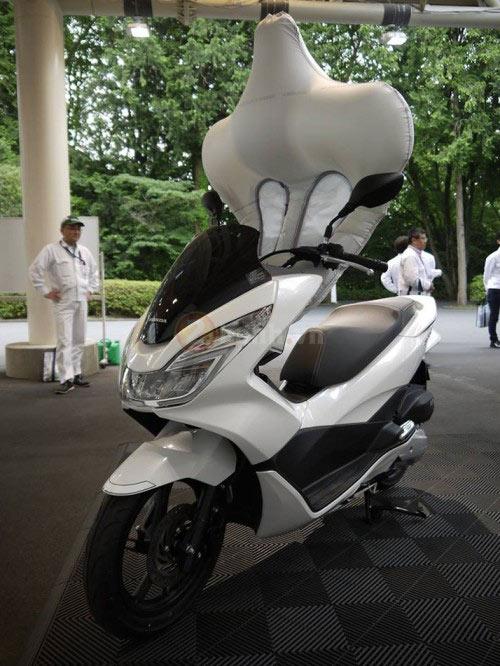 Honda PCX sẽ được trang bị túi khí an toàn như ô tô - 2