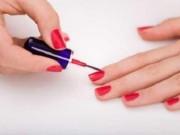 Sức khỏe đời sống - Lạm dụng sơn và chất tẩy móng có gây hại cho sức khỏe?