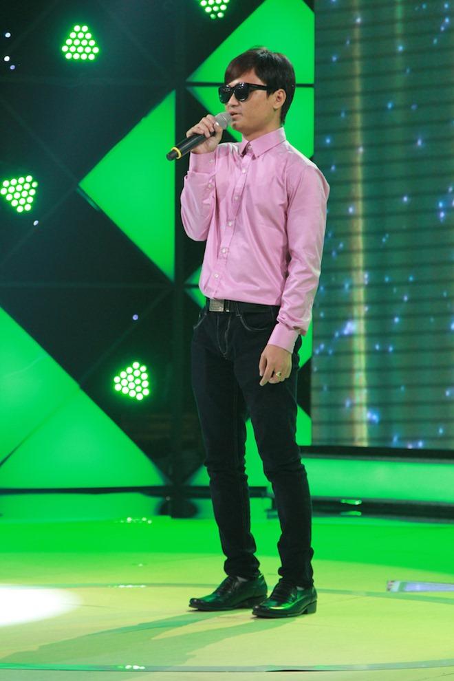 Bảo Anh trao 50 triệu cho chàng trai khiếm thị mồ côi hát vì ước mơ - 1