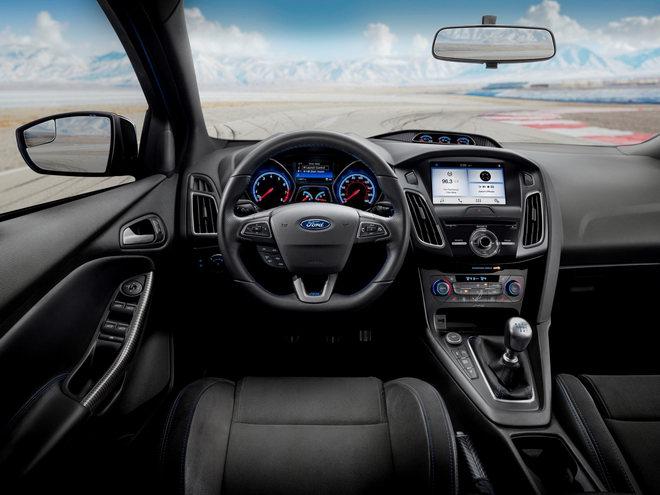 Ford Focus RS 2018 có giá 953 triệu đồng - 3