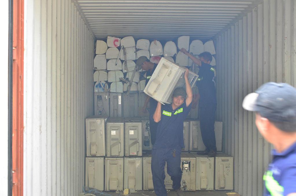 """3 container chứa """"rác thải"""" được nhập từ nước ngoài về Việt Nam - 1"""