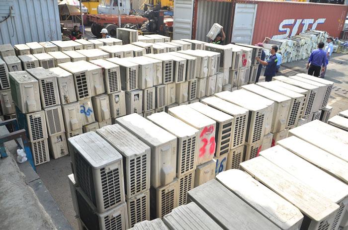 """3 container chứa """"rác thải"""" được nhập từ nước ngoài về Việt Nam - 2"""