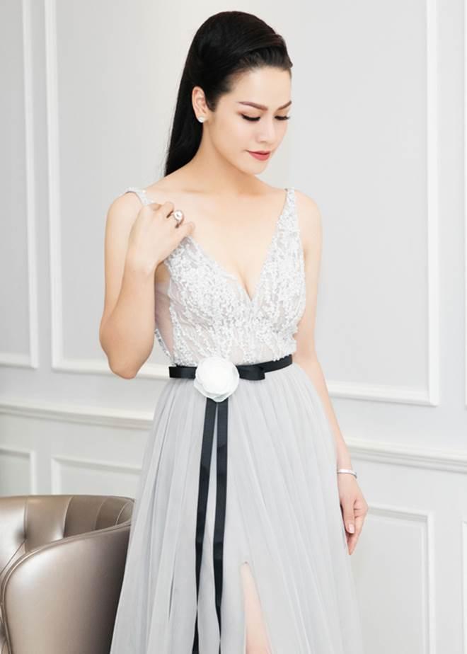 """Nhật Kim Anh khoe dáng nuột nà với váy """"trống trước hở sau"""" - 2"""