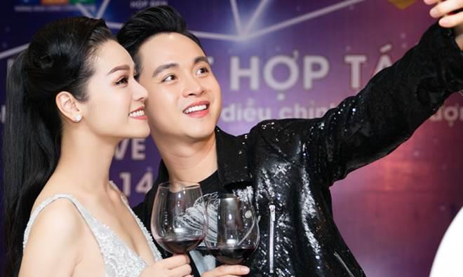 """Nhật Kim Anh khoe dáng nuột nà với váy """"trống trước hở sau"""" - 6"""