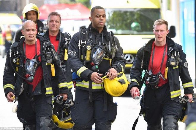 Vụ cháy nhà lớn nhất lịch sử Anh: Như thể lửa địa ngục - 4